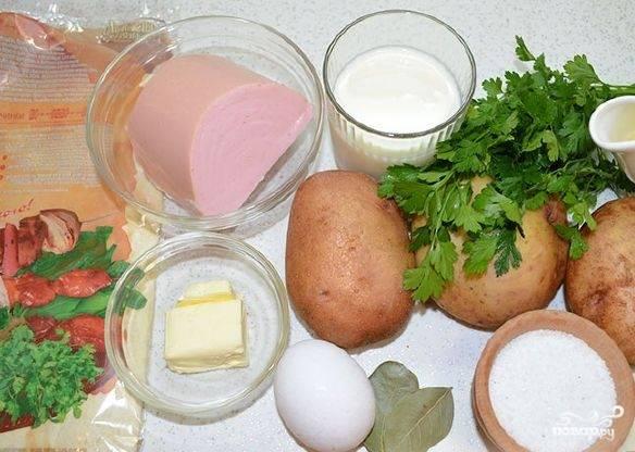 1. Интересный рецепт приготовления рулета из лаваша с картофельно-колбасной начинкой. Очень советую приготовить такую закуску на праздничный стол. Подготовьте все продукты.