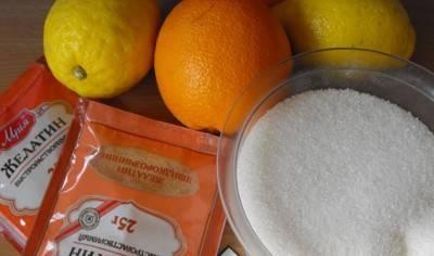 1. Если вы любитель сладостей и цитрусовых, то мармелад в домашних условиях  - это идеальное лакомство для вас. Нам понадобится сахар, фрукты и желатин.