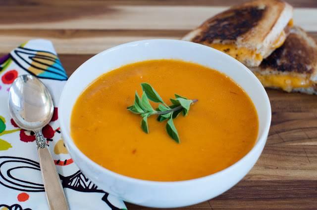 Измельчите суп в блендере. Приятного аппетита!