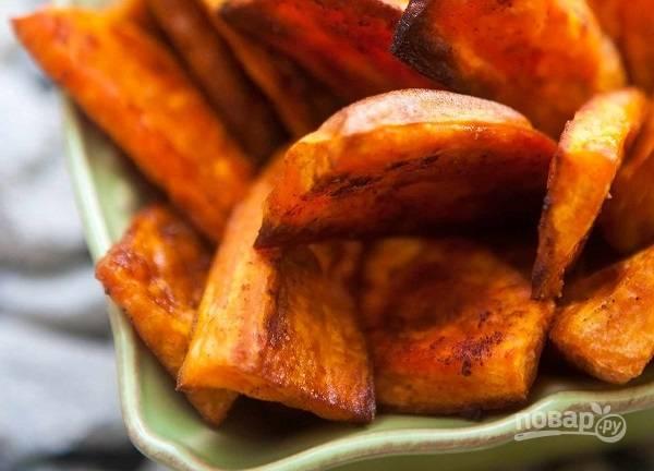 4. Вот такой ароматный и вкусный запеченный сладкий картофель получился. Приятного аппетита!