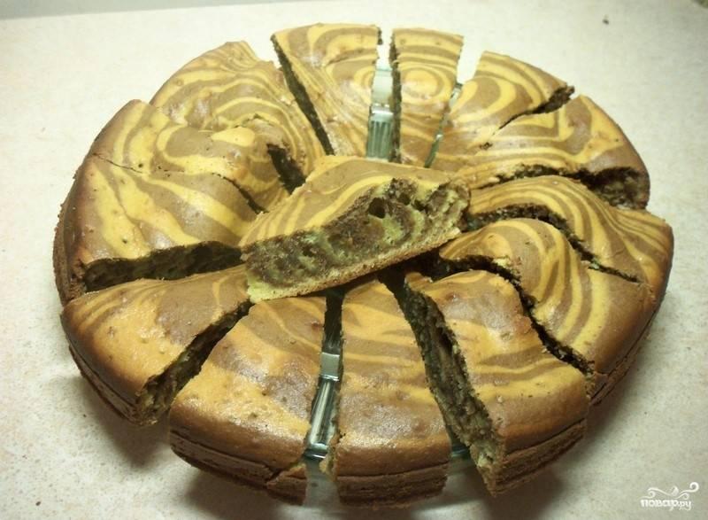 Запекайте пирог в течение 35-40 минут до готовности. Вкусного чаепития!