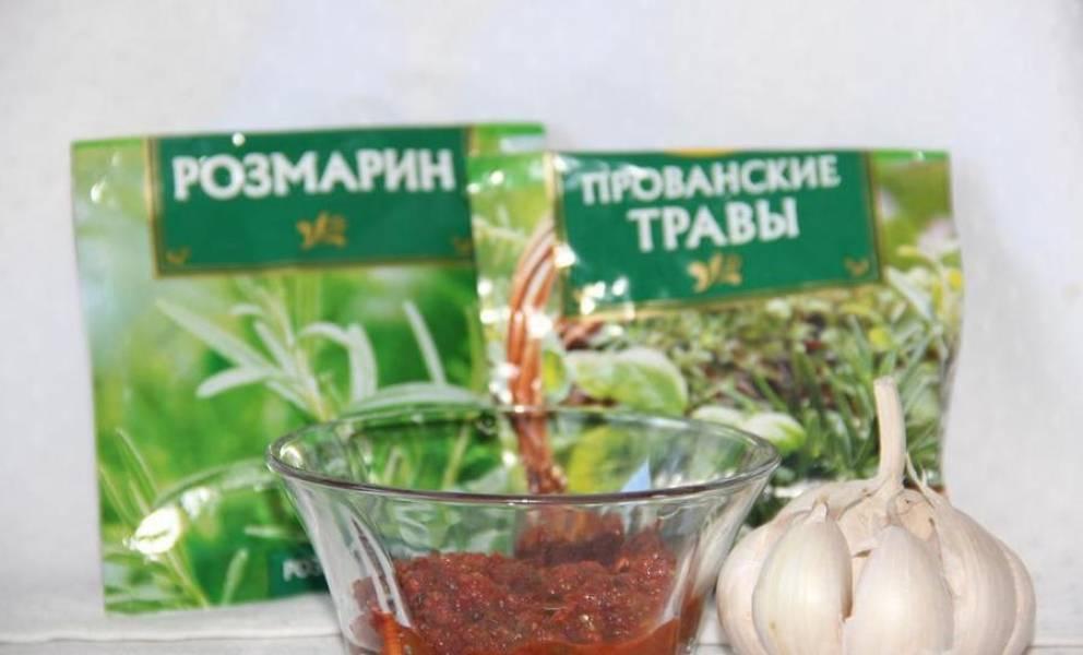 3. Очистите чеснок, подготовьте специи по вкусу и аджику.