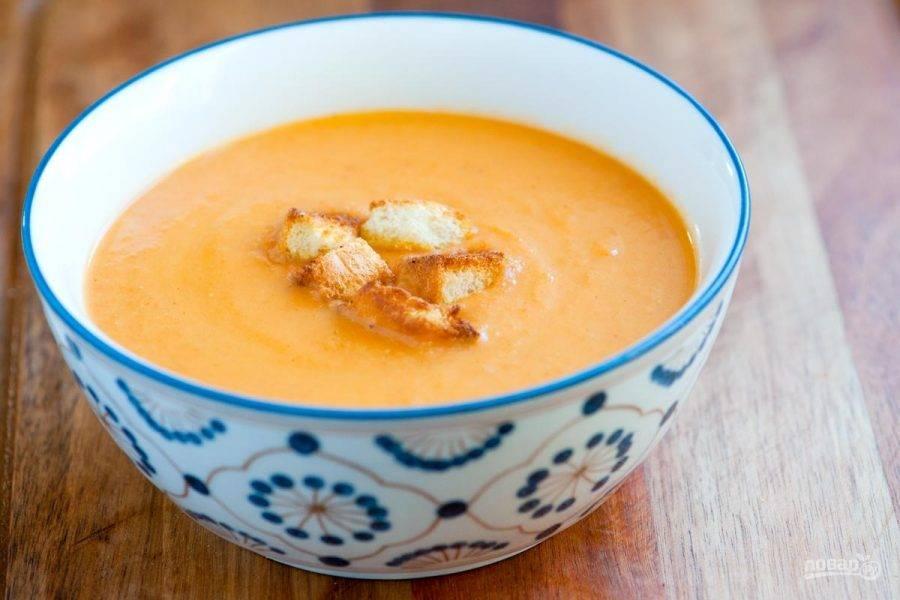 Хорошенько перемешайте суп, еще раз прокипятите и подавайте.