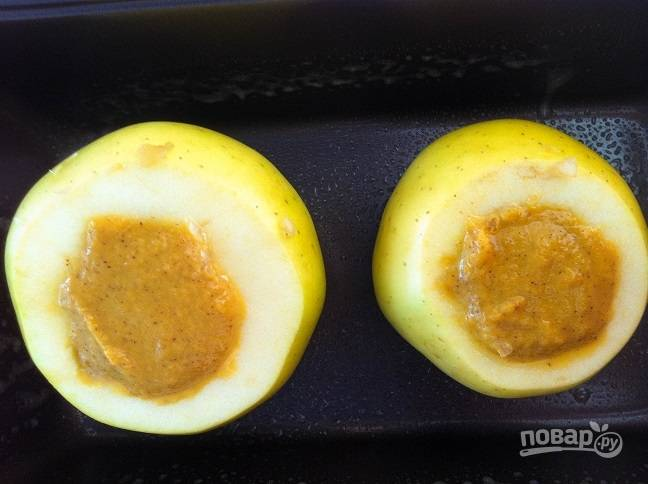 3. Потом начинку распределите по яблокам.