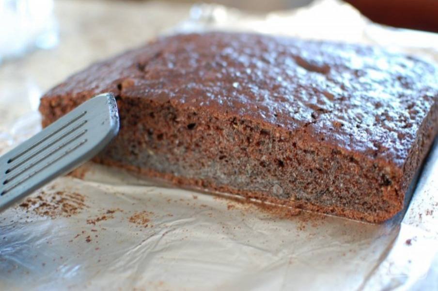 6.Запекайте при 180 градусах около 45-50 минут. Готовый пирог остудите, только потом разрежьте на кусочки.