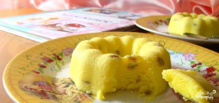 5. Подготовьте порционные формочки, в которые разлейте остывшую смесь, а потом отправьте в морозильник. Не менее 4 часов понадобится для полного застывания мороженого.