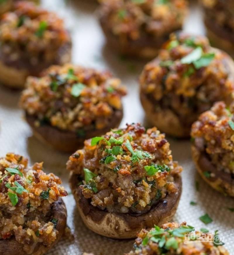 7. После запекания подавайте грибы горячими. Приятного аппетита!