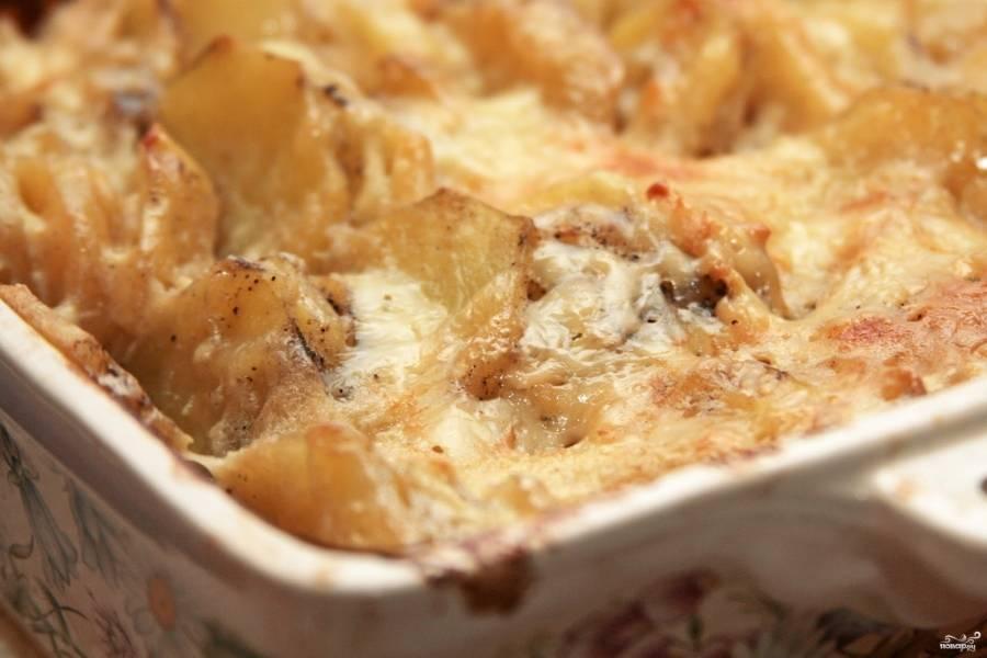 Готовую картофельную запеканку по-французски  можете подавать как основное блюдо или как гарнир. Приятного аппетита!