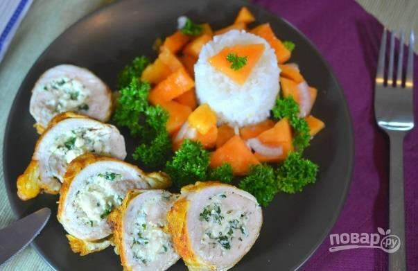 9. Вот такая красота: аппетитные куриные рулетики с начинкой и пикантная сальса. Приятного аппетита!