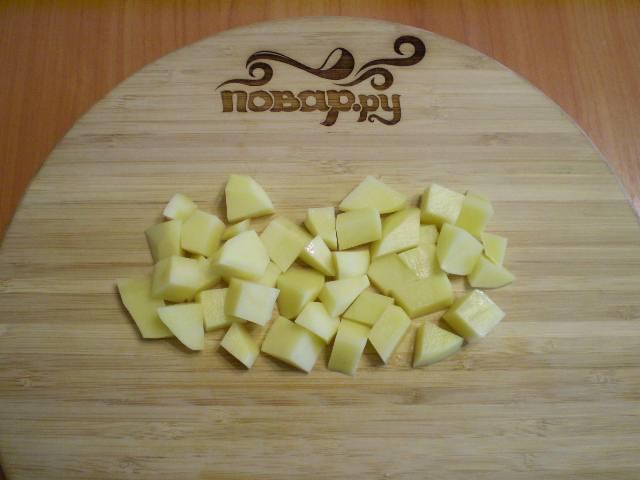 5. Порежьте картофель не крупно.