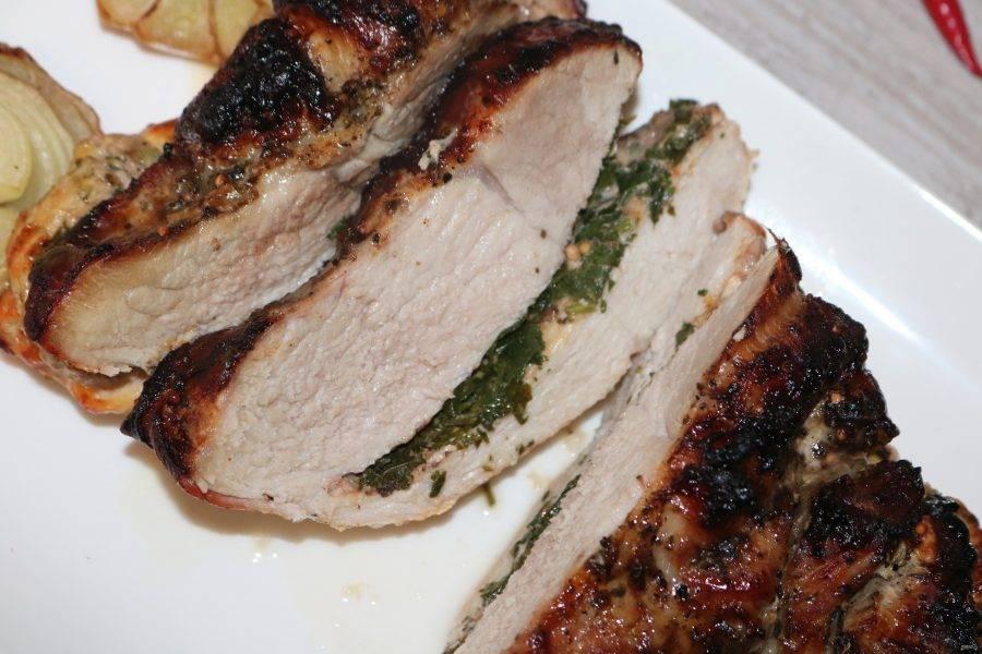 Невероятно нежное, сочное, ароматное мясо готово. Приятного аппетита!