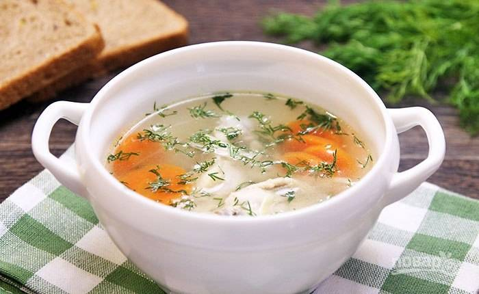 Не забудьте достать из супа луковицу. Подавайте суп, разлив его по тарелкам. Приятного аппетита!