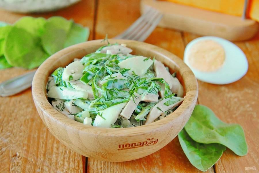 Салат из шпината с ветчиной и яйцами