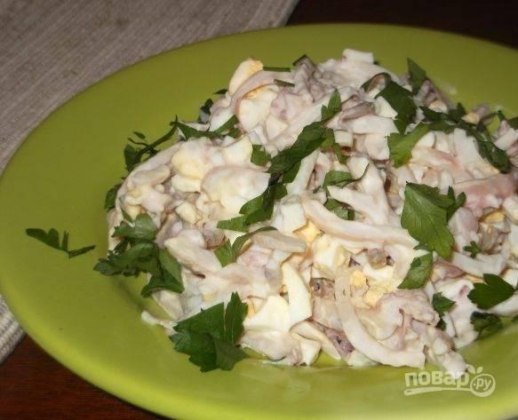 Салат из кальмаров с заправкой