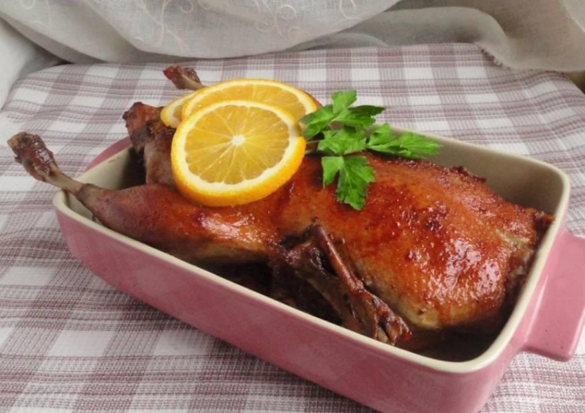 16.Гусь получается очень вкусным, с карамельной корочкой. Приятного аппетита!