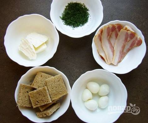 3. Яйца отварите и очистите. Вымойте, обсушите и измельчите зелень.