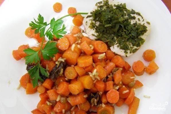 В готовое блюдо влейте оливковое масло, подавайте с зеленью в тёплом виде.
