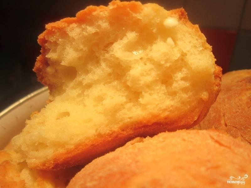4. Готовые булочки внутри получаются очень воздушными и на первый взгляд может показаться, что они приготовлены из  дрожжевого теста.