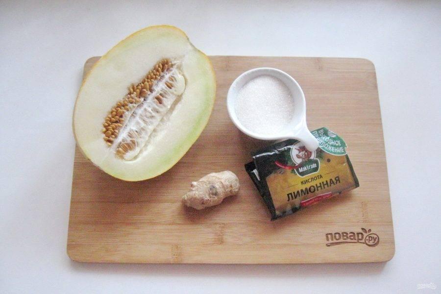 Возьмите ингредиенты для приготовления варенья из дыни с имбирем.