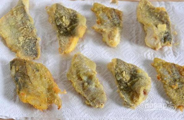 Готовое филе выложите на бумажные полотенца, пусть впитается лишний жир.
