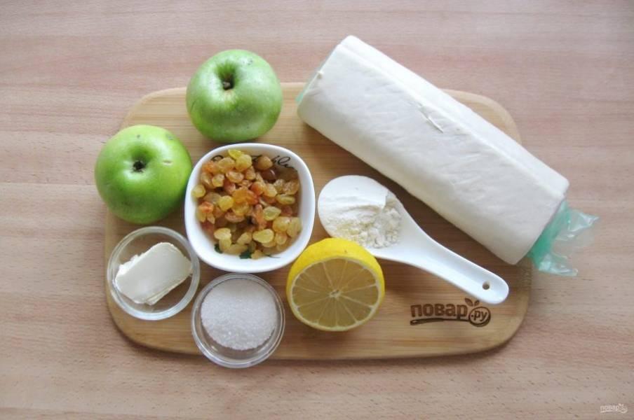 Подготовьте ингредиенты для приготовления яблочных турноверов.