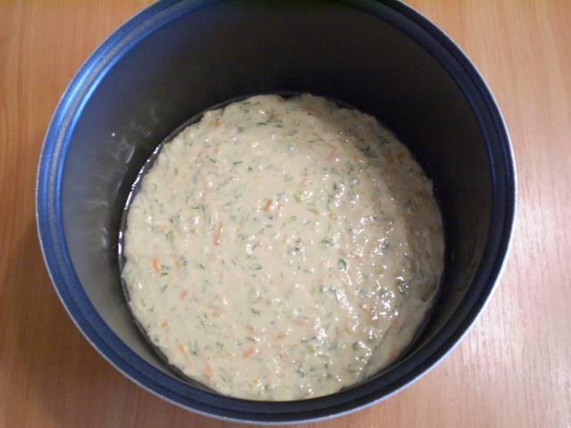 """7. Смазываем форму любым жиром. Выливаем тесто. Выпекаем в мультиварке в режиме """"Выпечка"""" 1 час. Или в духовке при 180-200 градусах 40 минут."""