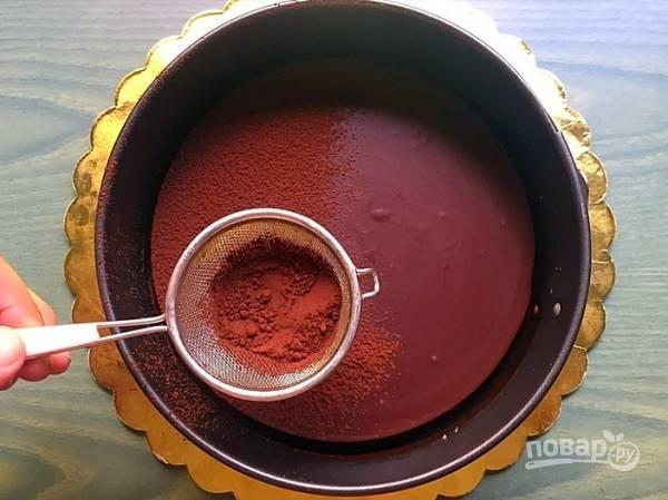 6. Перед подачей посыпьте шоколадный пай натуральным какао. Приятного аппетита!