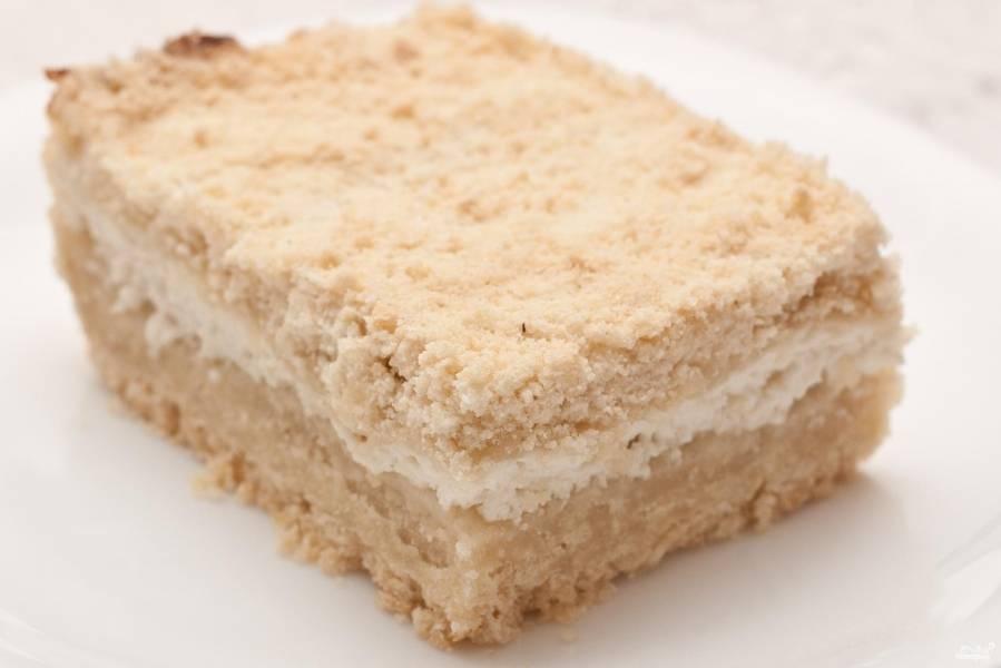 Выпекайте пирог при 180 градусах в духовом шкафу в течение 30 минут. Приятного чаепития!