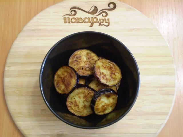 4. Жарьте баклажаны на растительном масле с двух сторон до готовности.