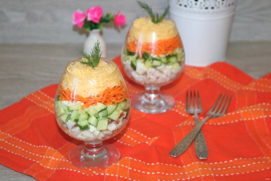 Салат с корейской морковкой, курицей и яйцом