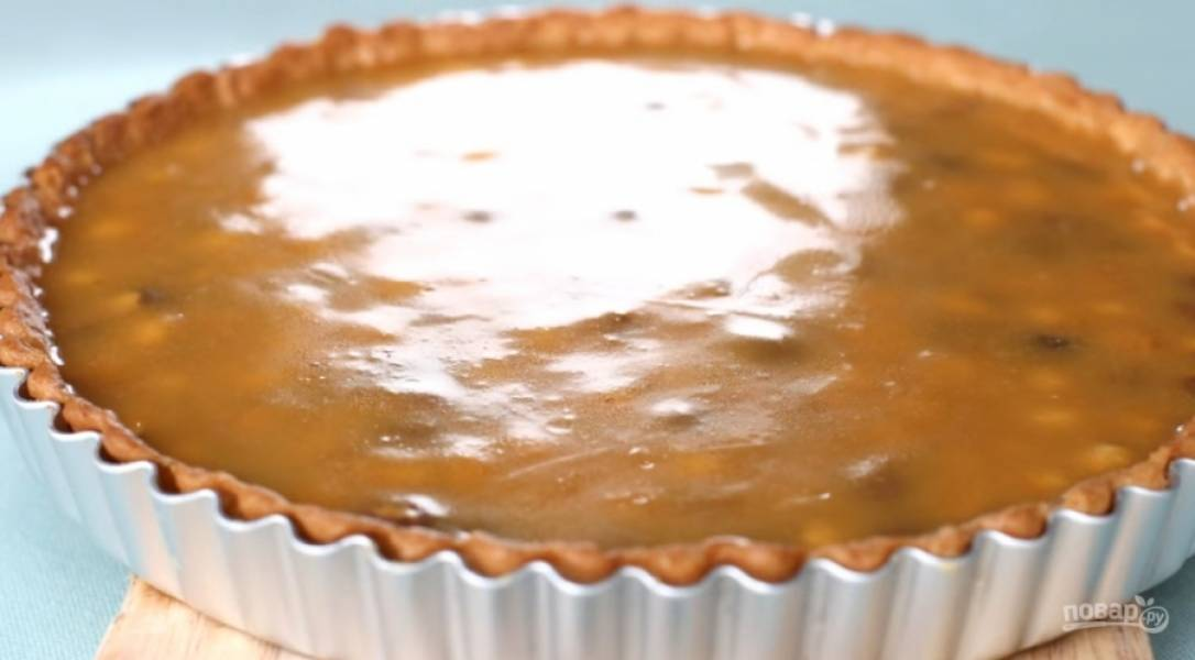 9.Залейте орехи карамелью, оставьте их остывать.
