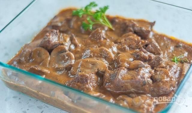 Мясо, тушенное с грибами