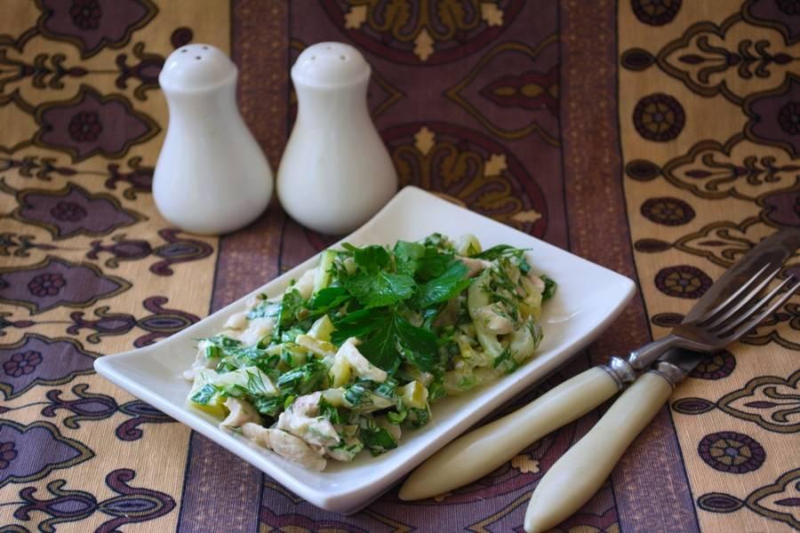 Салат выложить в салатник или на блюдо и подать к столу.