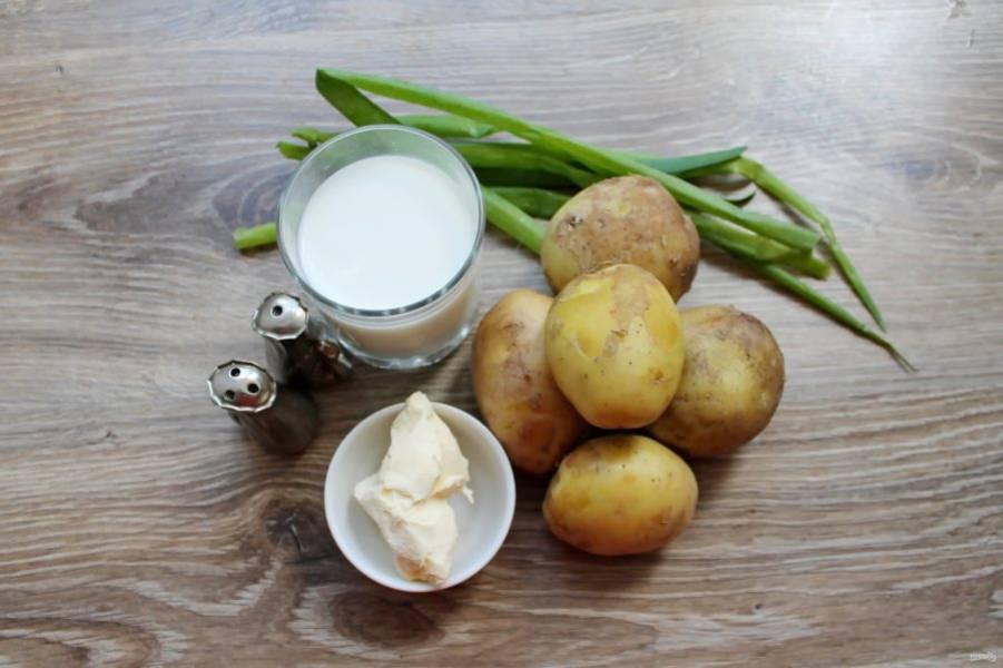 Подготовьте все необходимые ингредиенты для приготовления картофельного пюре по-ирландски.