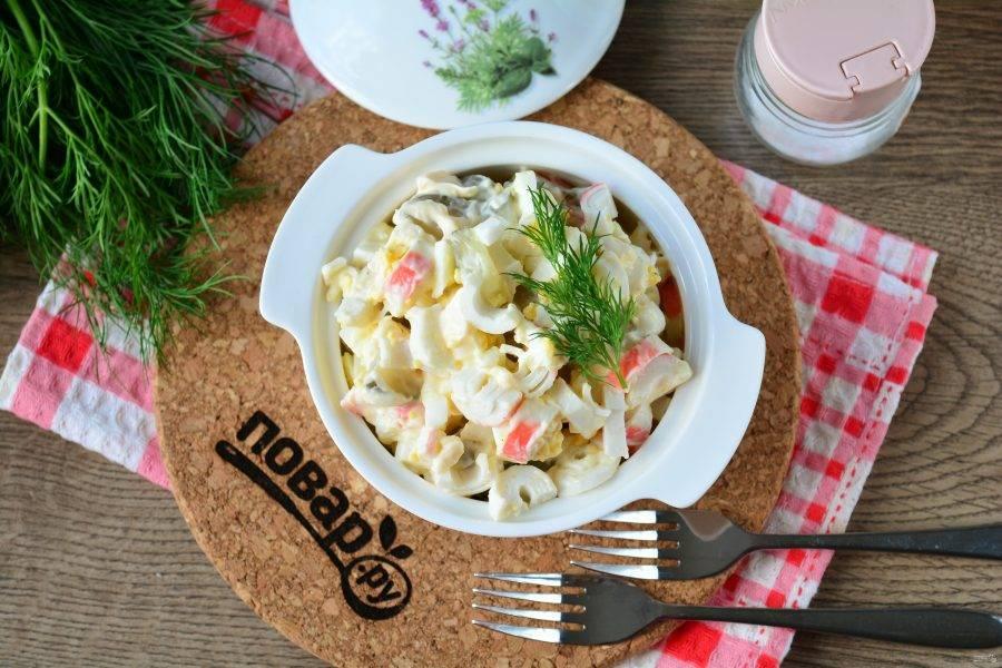 Готовый салат подавайте в охлажденном виде к столу. Приятного аппетита!