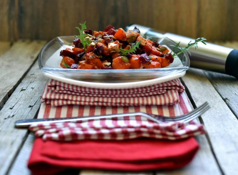 Теплый салат со свеклой и запеченной тыквой.