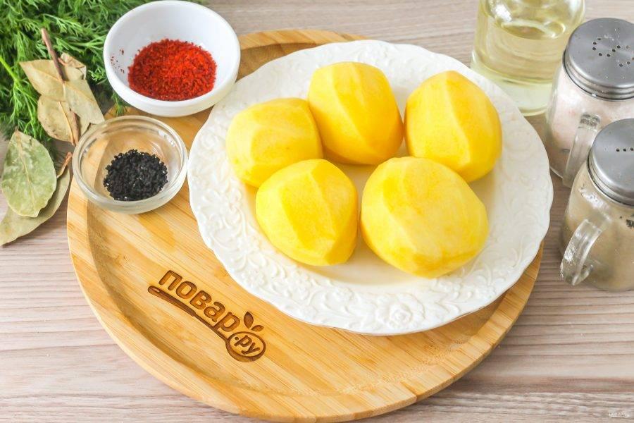 Подготовьте указанные ингредиенты. Картофель очистите от кожуры, промойте в воде.