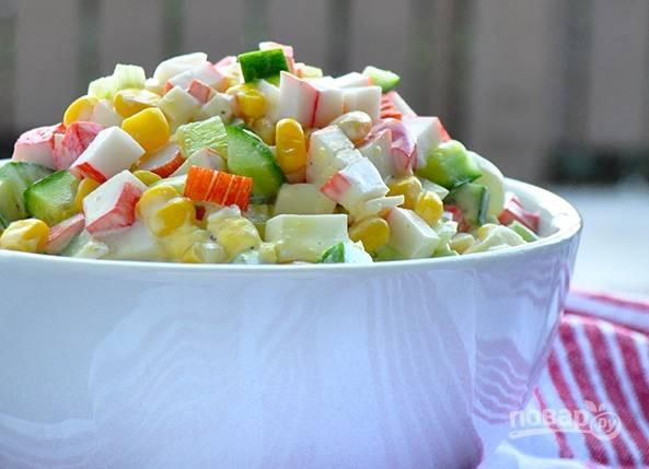 5. Перемешайте все и подавайте салатик к столу. Угощайтесь!