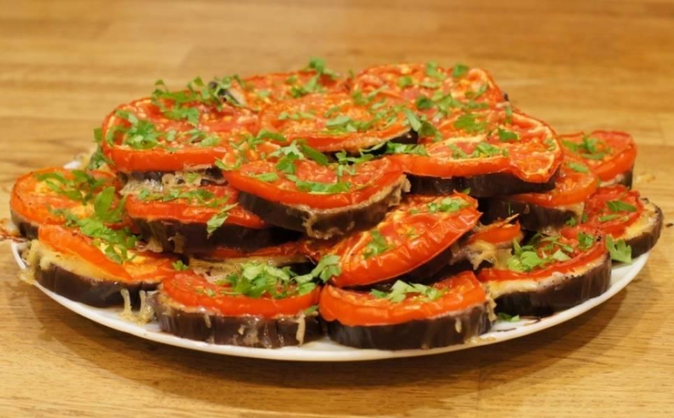 Остывшее блюдо выкладываем на тарелку и присыпаем измельченной петрушкой. Приятного аппетита!