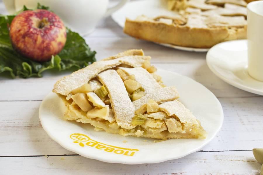 Пирог с ревенем и яблоками