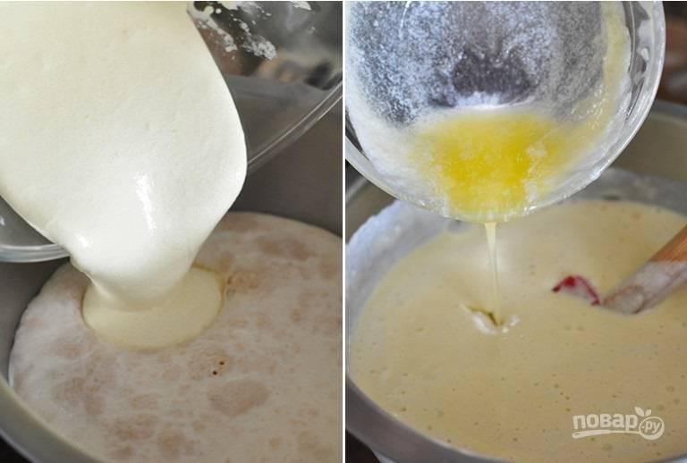 8. В мисочку с опарой вылейте желтки и сливочное масло. Все аккуратно перемешайте.