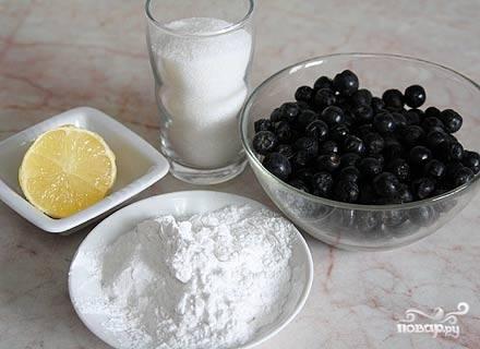 1. Вот такой набор ингредиентов вам потребуется, чтобы повторить рецепт приготовления киселя из черноплодной рябины на своей кухне. Количество сахара зависит от ваших вкусовых предпочтений, а крахмала - от желаемой консистенции готового напитка.