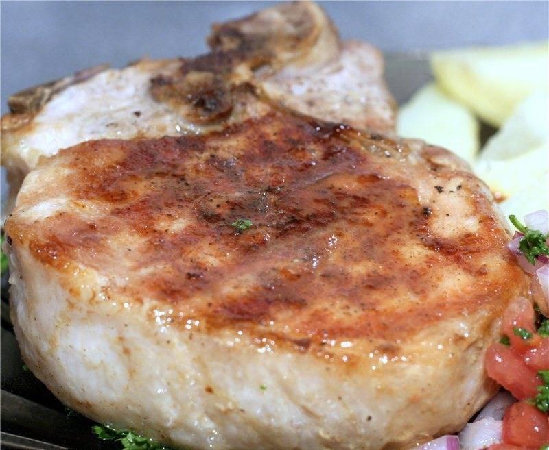 5. К сочной отбивной можно приготовить любой соус: кислый, кисло-сладкий, сливочный, сырный, клюквенный и т.д.