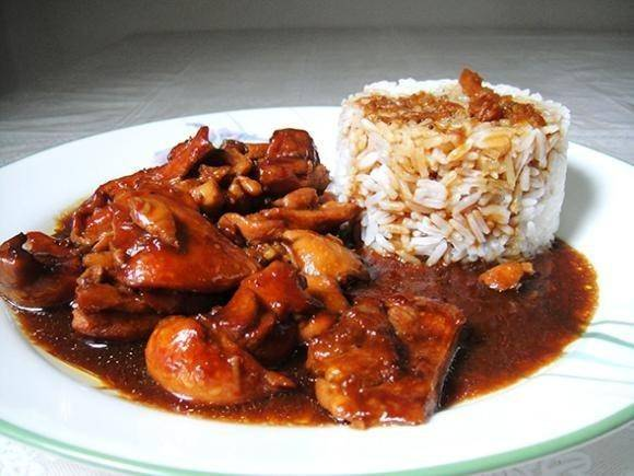 Готовую курицу подавать с рисом. Приятного! :)