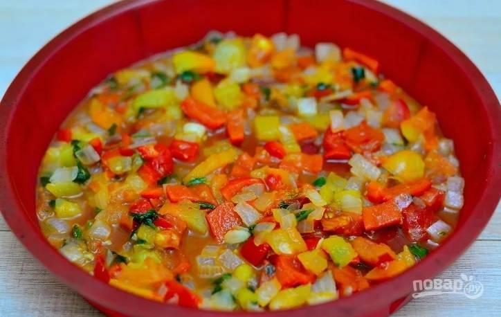7. Выложите овощную подушку в жаропрочную форму.