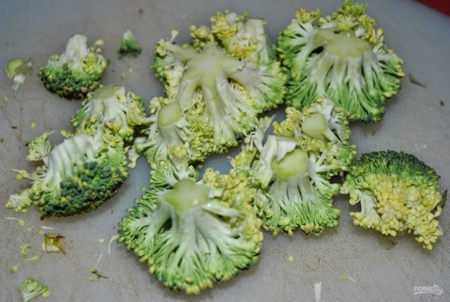 3. Моем капусту, разбираем её на соцветия.
