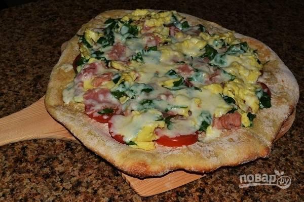 Пицца с сыром и ветчиной