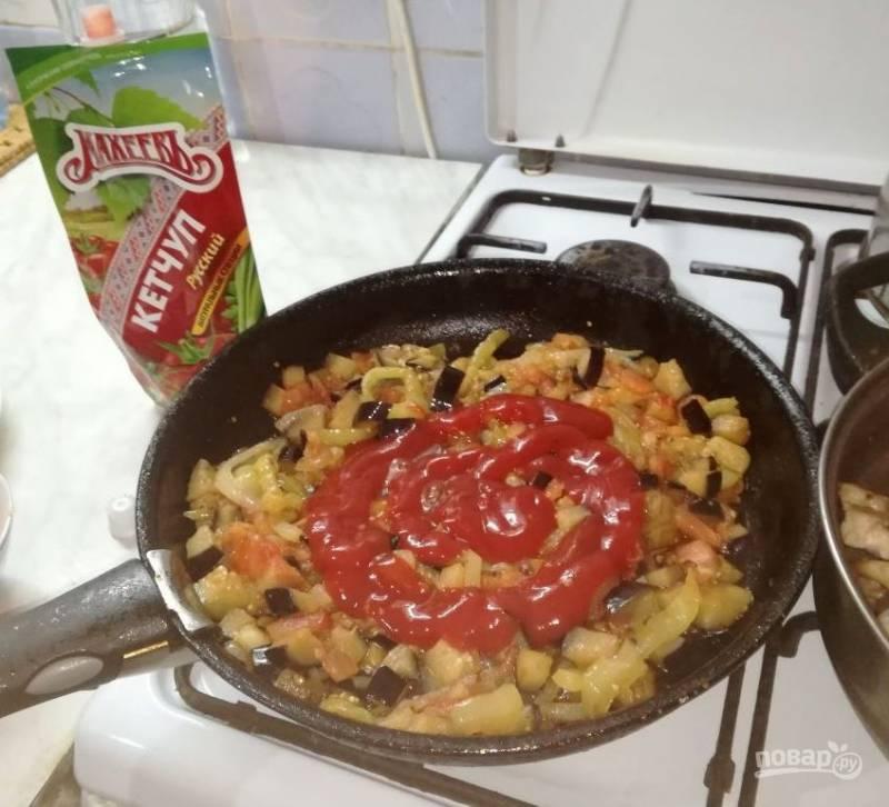 Ждем, когда томат выделит сок, наконец-таки своей очереди дождался и кетчуп.