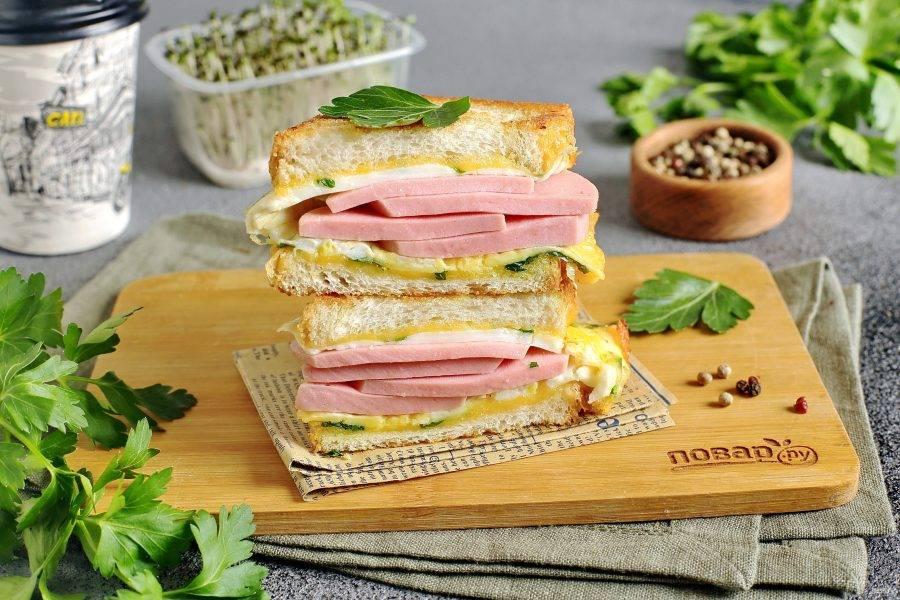 Португальский завтрак готов. Подавайте в горячем виде. Чтобы удобнее было есть, можно разрезать сэндвич пополам. Приятного аппетита!