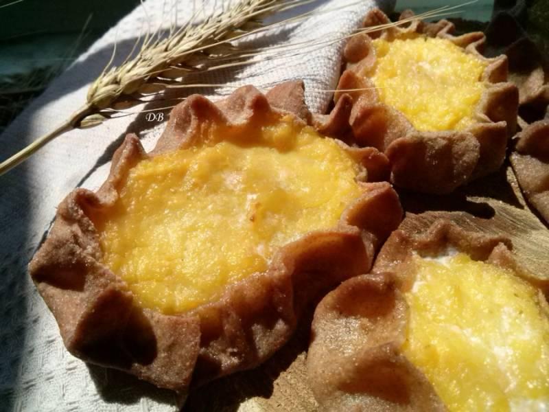 Горячие калитки смажьте сливочным (лучше топленым) маслом. Подавать калитки нужно горячими, с ухой, молоком или чаем. Приятного аппетита!